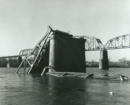 <em>Silver Bridge wreckage at Point Pleasant, December 1967</em>
