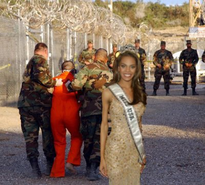 <em>Miss USA takes a photo op!</em>
