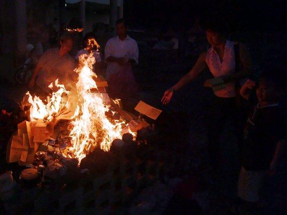 Qingming Ceremony - Burning