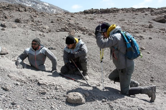 Man  With No Legs Climbs Mount Kilimanjaro