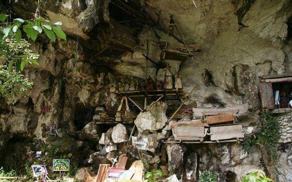Coffins at Londa Nanggala