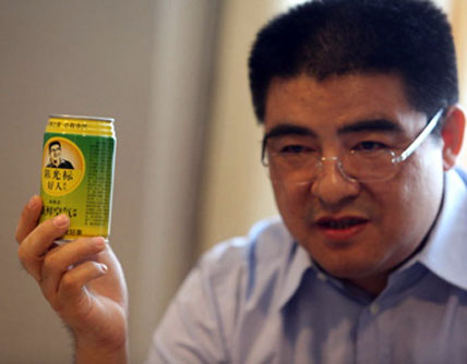 Chen Guangbiao sells fresh air in a can.