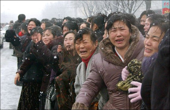 fake crying at kim jong il funeral