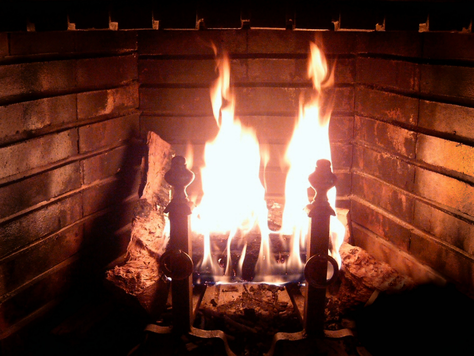 Maintaining a wood burning fireplace just takes a few common sense steps ... photo by CC user Belard~commonswiki (public domain) on wikimedia commons