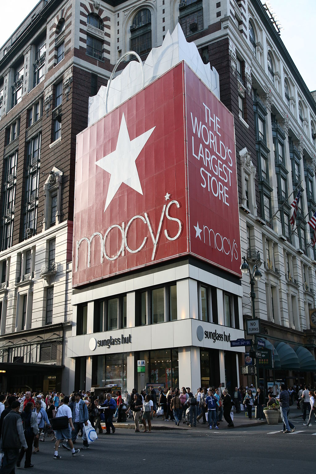NYC is one of the Best Shopping Cities in the world ... photo by CC user Daniel Schwen on wikimedia commons