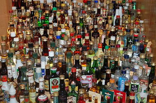 512px-liquor_bottles