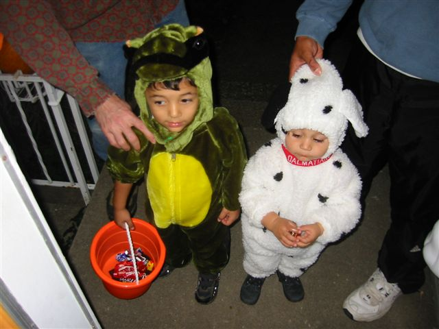 Keeping Your Kids Safe Whilst They Trick or Treat is the #1 priority of every parent this Halloween