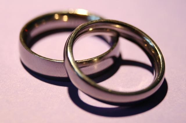 wedding-rings-1379793_640